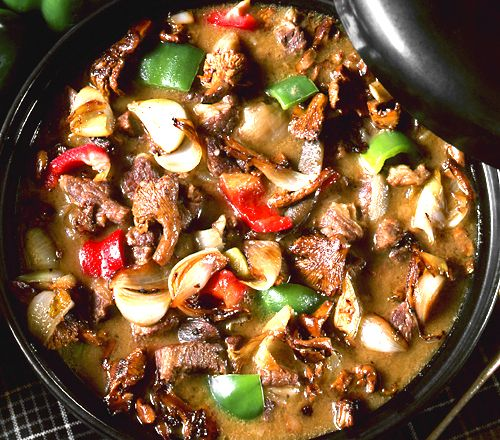 Allt vilt kött passar i den här grytan. Älg, hjort, rådjur – eller nötkött. Gör en stor sats, den blir bara godare om den får stå till sig och resterna kan frysas in.