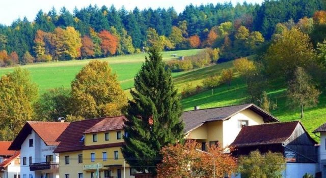 Hotel Gasthof Zur Krone Odenwald-Sterne-Hotel - 3 Star #Hotel - $55 - #Hotels #Germany #Beerfelden http://www.justigo.in/hotels/germany/beerfelden/gasthof-zur-krone-odenwald-sterne_208118.html