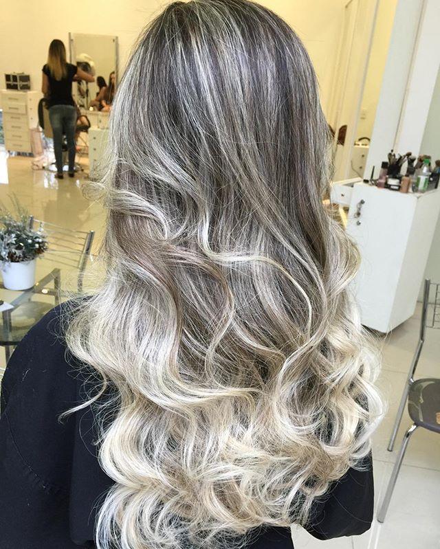 WEBSTA @ douglasdfaria - Loiro traz luz , brilho , vida para cabelo dando mais realce para rosto ! Venha ter seu loiro lindo bem cuidado para fim de ano com #douglasfaria !!! 💁🏼👸🏼 #blonde #loiro #uberlandia #videos #photooftheday #cute #photooftheday