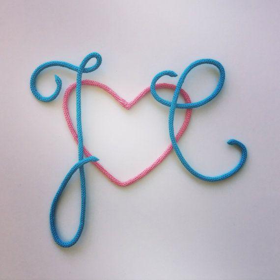 Initiales et cœur en tricotin par MumZL sur Etsy