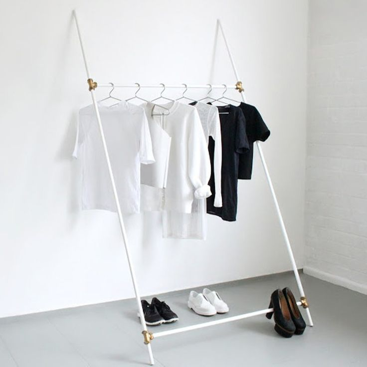 Un portant à vêtement minimaliste - Marie Claire Idées - DIY minimalist clothes rack