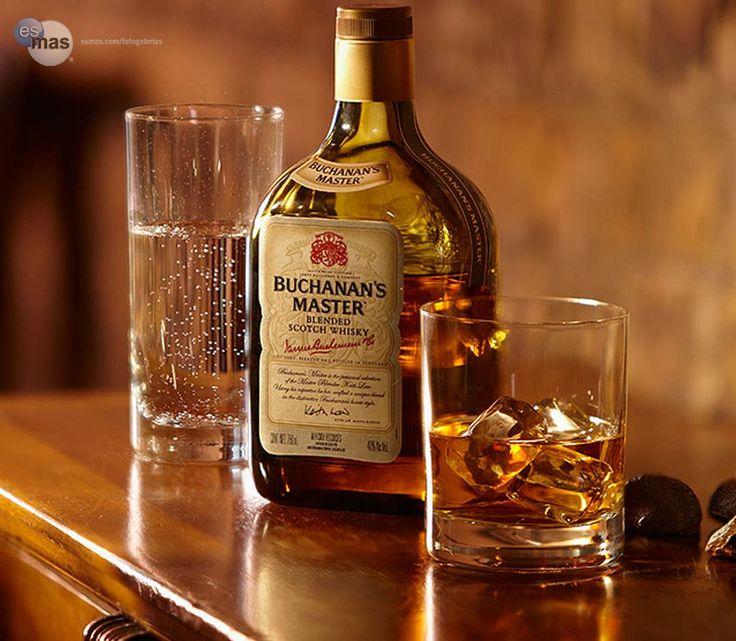 Whisky escocés Buchanan's Master, creado por el master blender Keith Law, con whiskies de diferentes destilerías.