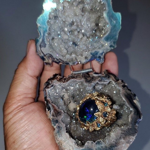 Ready To Ship Cobalt Blue Crystals Geode Agate Box Wedding Etsy Geode Ring Wedding Ring Box Crystal Geode