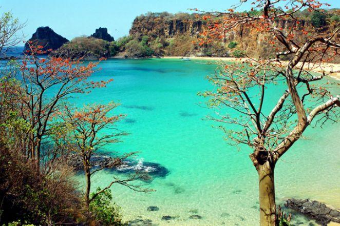 Praia do Sancho, no arquipélago de Fernando de Noronha, pertencente ao estado de Pernambuco, Região Nordeste do Brasil.