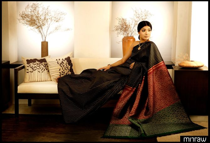 Black 2 colour pallu- Pure kanchipuram silk sari adorned with small zari woven designs on the body with a contrasting maroon and bottle green brocade pallu