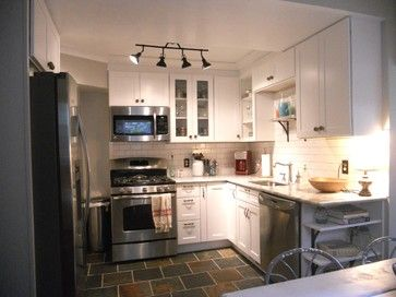 Compact kitchen. Square footage: 80