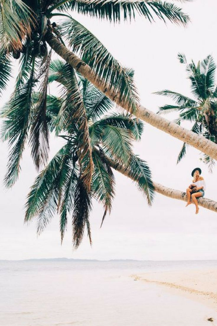 Even geen enkele zorgen aan je hoofd, maar gewoon in alle luxe genieten op Fiji! Dit is echt het paradijs waar iedereen wel eens van gedroomd heeft  Zit jij zometeen ook lekker te genieten op deze palmboom? https://ticketspy.nl/hotels/droomvakantie-met-95-korting-overnachten-een-5-resort-op-fiji-va-e46/