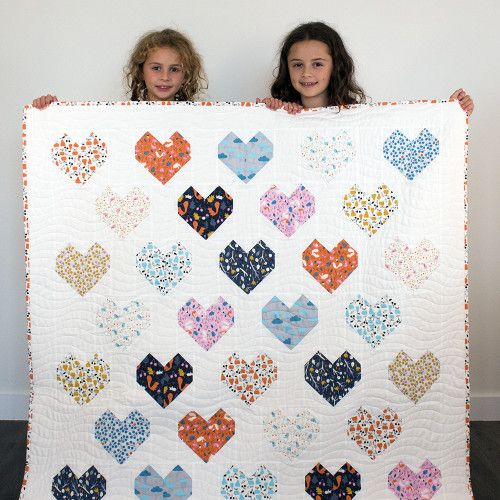 Fat quarter friendly - Sweetheart Quilt - free pdf here: http://145578867.r.lightningbase-cdn.com/wp-content/uploads/2015/02/Sweethearts-Quilt.pdf wow, thanks so for sharing xox  ☆ ★  https://www.pinterest.com/peacefuldoves/
