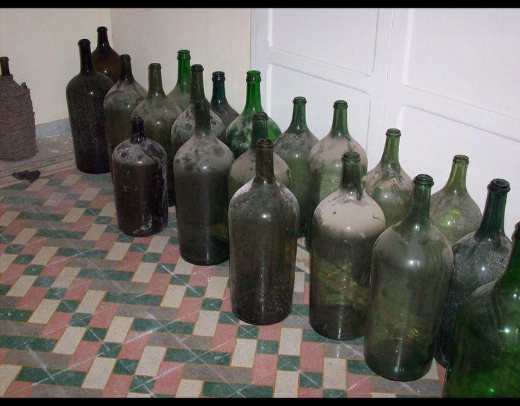 Damigiane vetro soffiato, damigiane antiche Antique demijohn, antique wine bottles, vintage accent, carboy, antique carboy, glass bottles, jugs, wine jugs, glass vase, wine bottle from Italy, Italian wine bottle,  wicker bottle, imports, imported bottles, bottles for sale