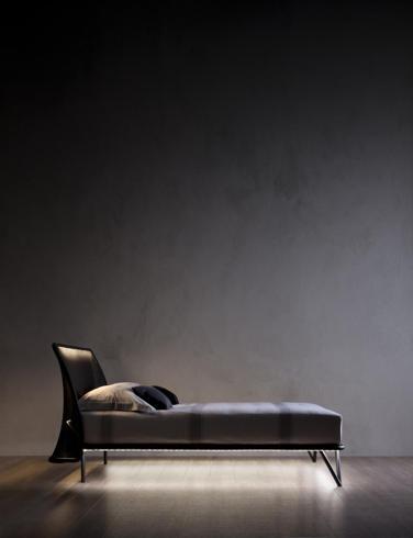 Forme semplici ed eleganti Flou, letto Essentia, design Studio Thesia #bedroom #BedroomFurniture #interiordesign #night #sidebed