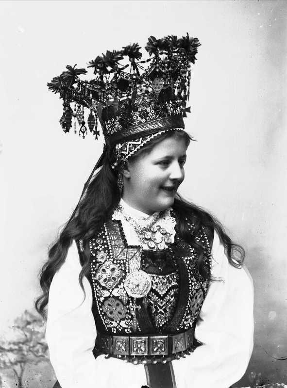 The traditional Norwegian dress brides. - History of beauty
