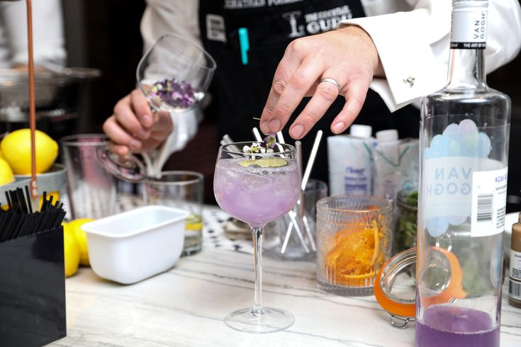 Van Gogh Vodka's #ultraviolet drink at Faviana's Red Carpet Veiwing Party. Faviana's exclusive event on the rooftop of 75 Wall Street. #faviana #oscars #nyc #eastcoastoscars #redcarpet