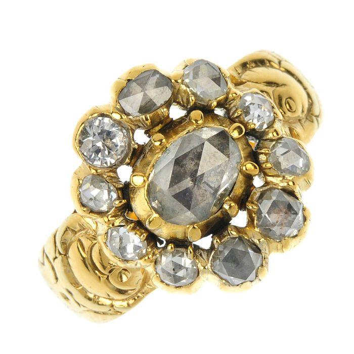 Antieke 18 kt gouden ring met 1,7 karaat diamanten