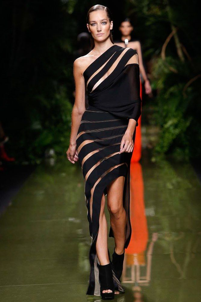 Balmain Spring 2017 Ready-to-Wear Fashion Show - Josephine Le Tutour (Elite)