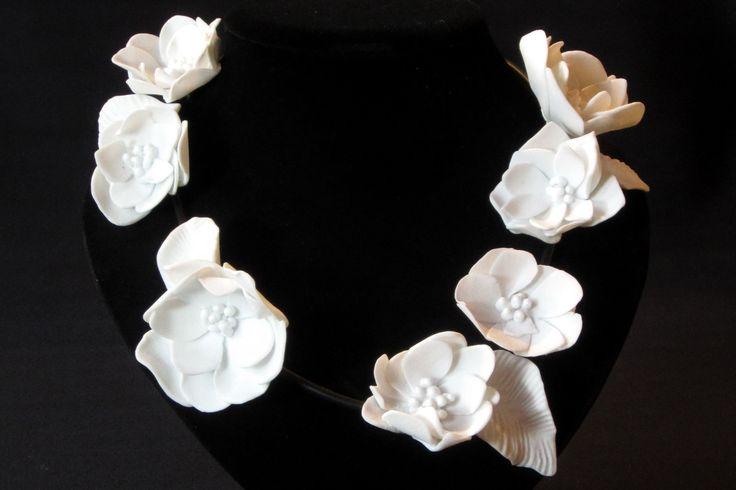 Wied en Diederik Heyning. Flower Necklace. Porcelain Flower Necklace