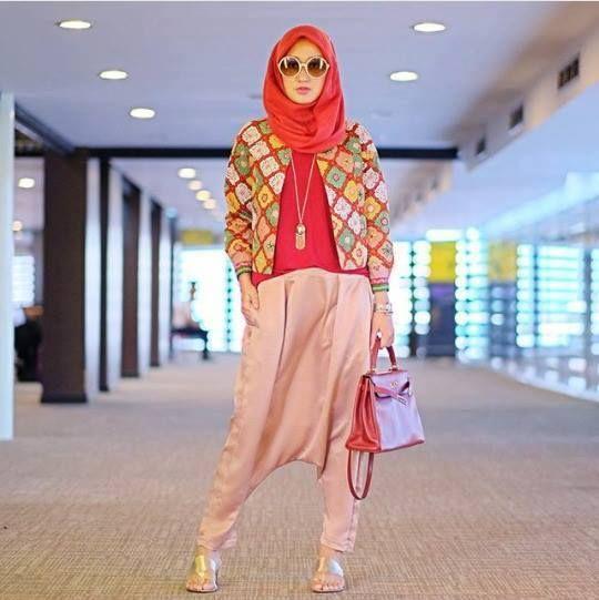 Batik Itu Tak Selamanya Cuma Kemeja atau Blouse doang. 8 Style Batik Antimainstream Ini Wajib Banget Kamu Coba!