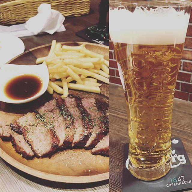 #肉 #ビール #何回連続で投稿するん #溜まってるんです #これは載せたかったんですよね #就職祝いですもんね。 #大変そうやけどがんばって美味しいもの食べよ #大阪#梅田#ディナー?