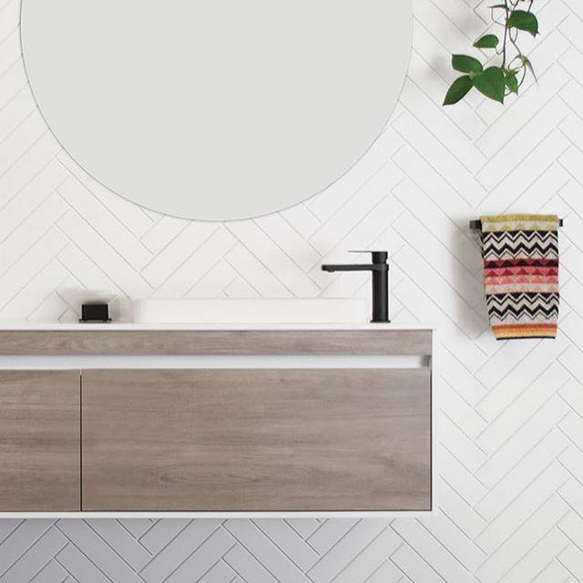 B L A C K  A C C E N T S ✖️ Luxurious Matte Black accents throughout your bathroom are the perfect features for impact. Our tapware and accessories are featured here on the Simplicity Ensuite by @adpaustralia #jamiejtapware