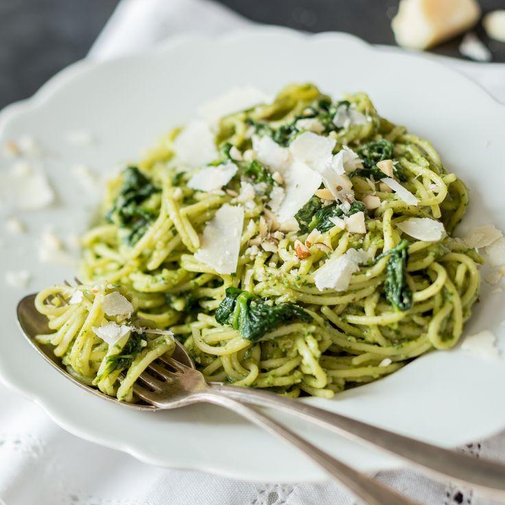 Die cremige Avocado-Spinat-Pasta ist unkompliziert und auch für wenig Kochambition am Abendoptimal. Die eliminiert auch den großen Feierabend-Hunger.