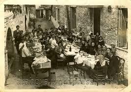 Στις παλιές τις  γειτονιές, όλοι γινόντουσαν μια παρέα.