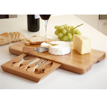 What a great little cheese board and knife set. I love this and think that it would be a great gift for any family member or for any secret santa situation (especially one that requires unisex gifts).