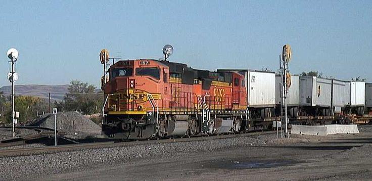 bnsf railway | BNSF Railway piggyback train symbol QABQBEL at Belen, NM