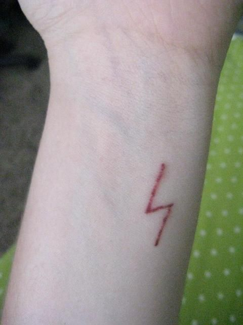 Harry Potter Tattoos (Lightning Bolt Scar). I really love how it looks real instead of like it's just a tattoo.