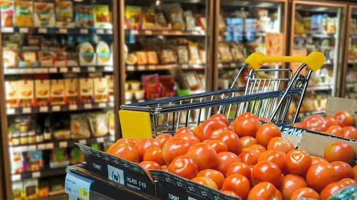 Trăim în epoca consumerismului. Consumăm mult, irosim la fel de mult. În fiecare an, în perioada sărbătorilor, vedem reportaje la TV cu mâncarea care este