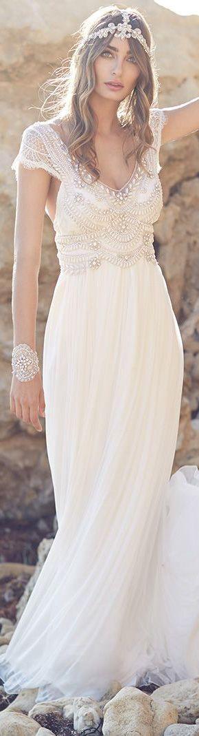 Dieses Hochzeitskleid ist ein Traum! Die Ärmel sind so perfekt ausgeschnitten, dass Schwitzen vermieden wird und der Perlensatz ist fein und edel! Anna Campbell Wedding Dresses / Boho Hochzeitskleider / Boho Wedding Dresses / Dreamy Wedding | Stylefeed
