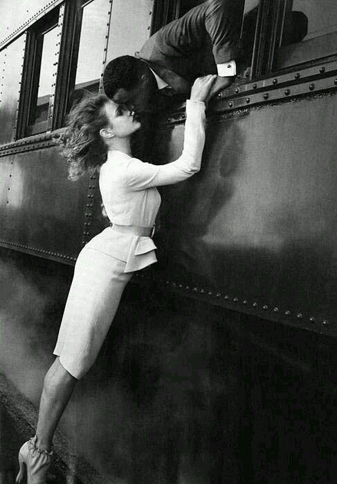 Ieri ti ho baciato sulle labbra. /Ti ho baciato sulle labbra. Intense, rosse ./Un bacio così corto /durato più di un lampo,/di un miracolo , più ancora. /Il tempo /dopo averti baciato /non valeva p…