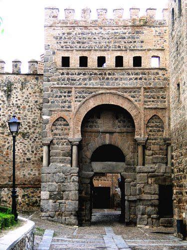 Tres Culturas: Puerta de Alfonso VI o Puerta Antigua de Bisagra de Toledo