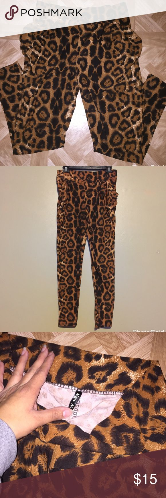Leopard print pants Loose leopard print pants with pockets. Stretchy waist band. Never worn, size medium Pants Leggings