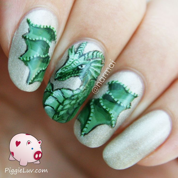 PiggieLuv: Green dragon nail art