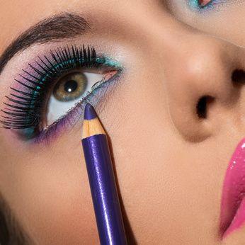 Cómo maquillar los ojos caidos http://www.aloe-vera.es/como-maquillar-ojos-caidos-y-tratar-con-aloe-vera/