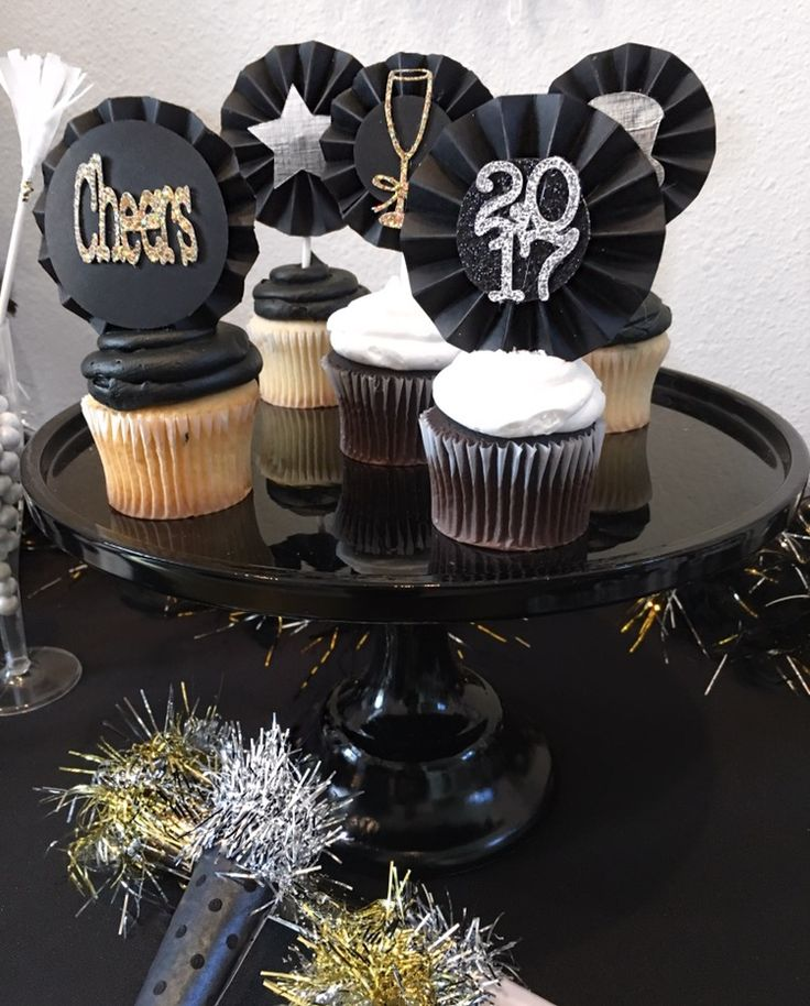 New Years party ideas, new year party decorations, new year cupcake toppers, cheers, black and gold, black and gold New Year's Eve party, black and gold countdown party, cupcake toppers, paper fan cupcake toppers, New Year's Eve dessert ideas, New Year's Eve dessert table
