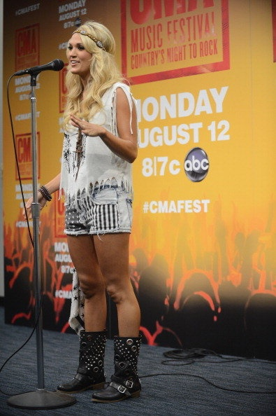 Carrie Underwood at the CMA Fest in Nashville, 2013. LOVE this whole outfit (and her!)