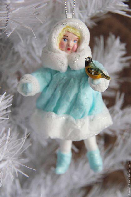 Купить или заказать Ёлочная игрушка из ваты 'Девочка-Снегурочка с синичкой' в интернет-магазине на Ярмарке Мастеров. Авторская ёлочная игрушка сделана по старинной технологии. Милая девочка с синичкой может поселиться на вашей ёлочке и стать вашей любимой игрушкой. А может стать новогодним или рождественским подарком для близких и друзей.