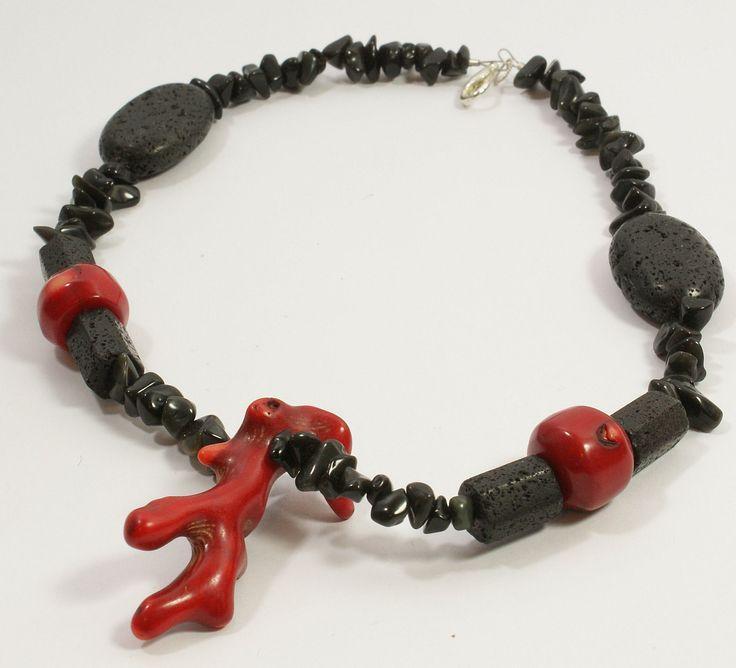 collana donna in corallo bamboo rosso , pietra onice nero, madrepora nera canaria. Moda estate 2017 gioielli - collane corallo di ITALDESIGNFOGLIARO su Etsy