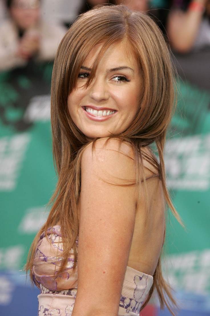 Isla Fisher on red carpet #red hair