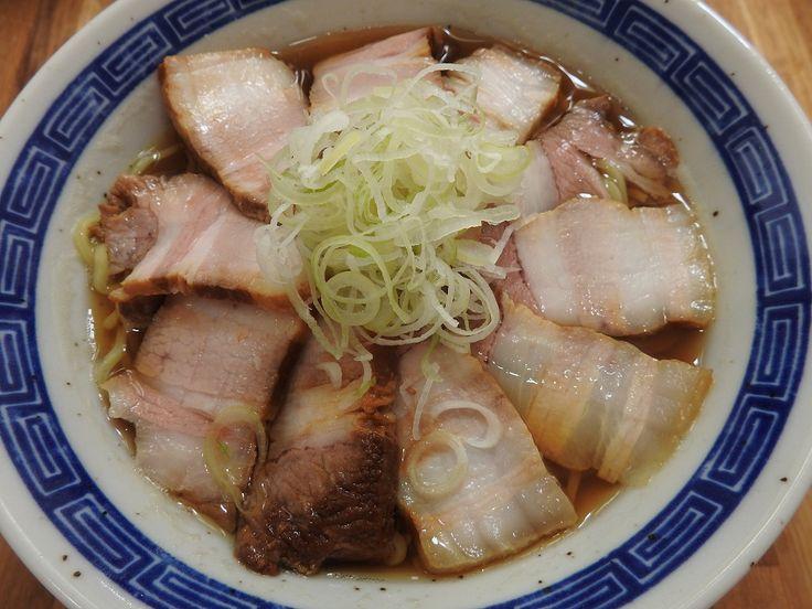 ラーメン屋で食べる、透き通ったスープが美味しい『中華そば』。小売店でもタレや麺は売っているが、イマイチ同じ美味しさになることが無い。  だが、スーパーで普通に売 …