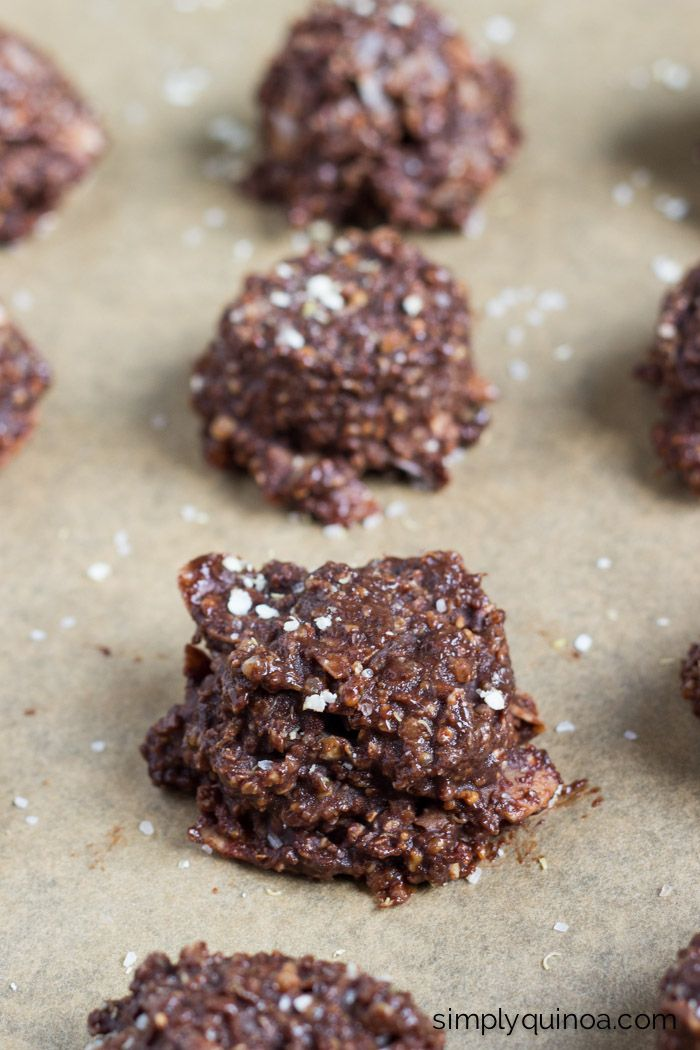 These amazing chocolate quinoa cookies are NO-BAKE and filled with healthy ingredients   recipe on simplyquinoa.com   gluten-free + vegan