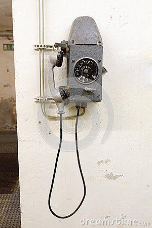 Altes Telefon im Bunker in Deutschland im Untergrund