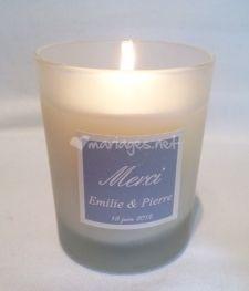 Un Air de Parfum      (4€ pour 50 bougies) www.mariages.net/cadeaux-invites-mariage/un-air-de-parfum--e111940