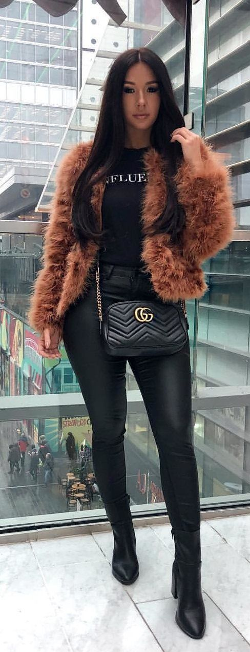 #spring #outfits brown fur coat. Pic by @ruby190