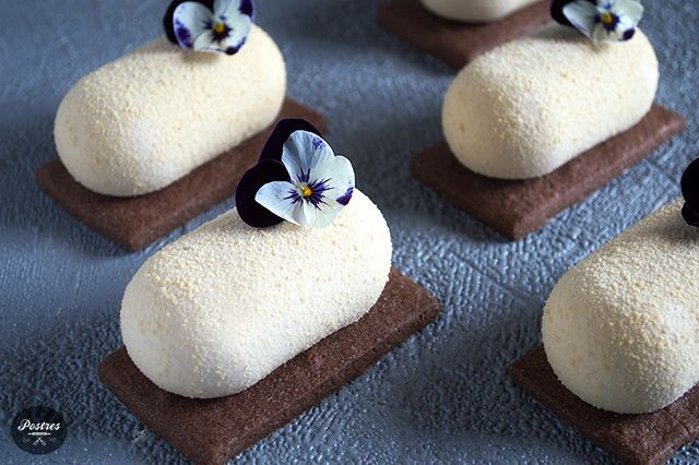 Mousse de Chocolate Dulcey, Café, Coco y Frambuesa   https://lomejordelaweb.es