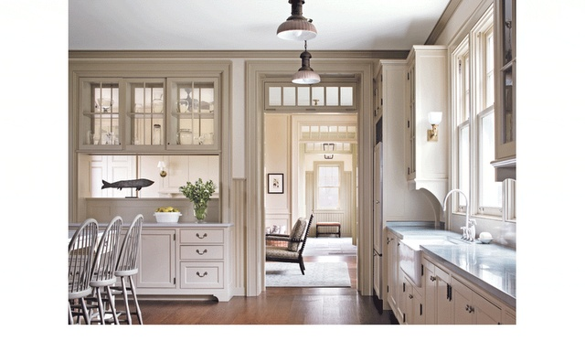 kitchen... LOTs o light!