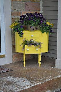 Small cabinet as planter, love itIdeas, Sewing Tables, Sewing Cabinets, Front Doors, Old Sewing Machine, Gardens, Sewing Boxes, Planters, Front Porches