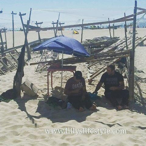 A ramendar reti in #spiaggia 😊 #nazare #portogallo #lillyslifestyle #inportogalloconlilly #visitportugal