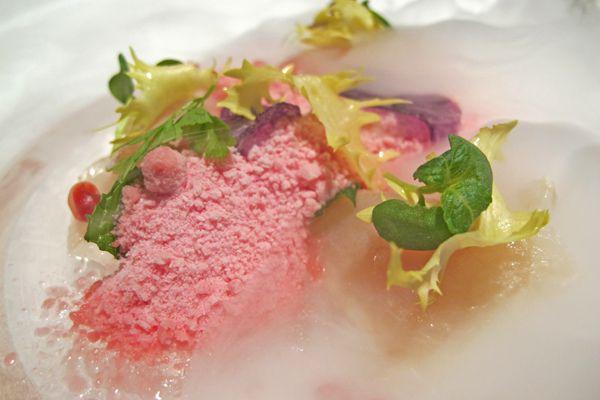Ricciola marinata all'aceto balsamico bianco con neve di melograno - Ristorante La Pergola - Roma