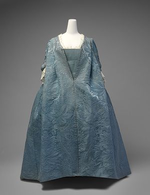 robe valente,1730's  This robe volante is an exceedingly rare example of a well-documented form of dress that marked the transition from the mantua of the late seventeenth and early eighteenth centuries to the robe à la française, the dress style that became ubiquitous in the eighteenth century.